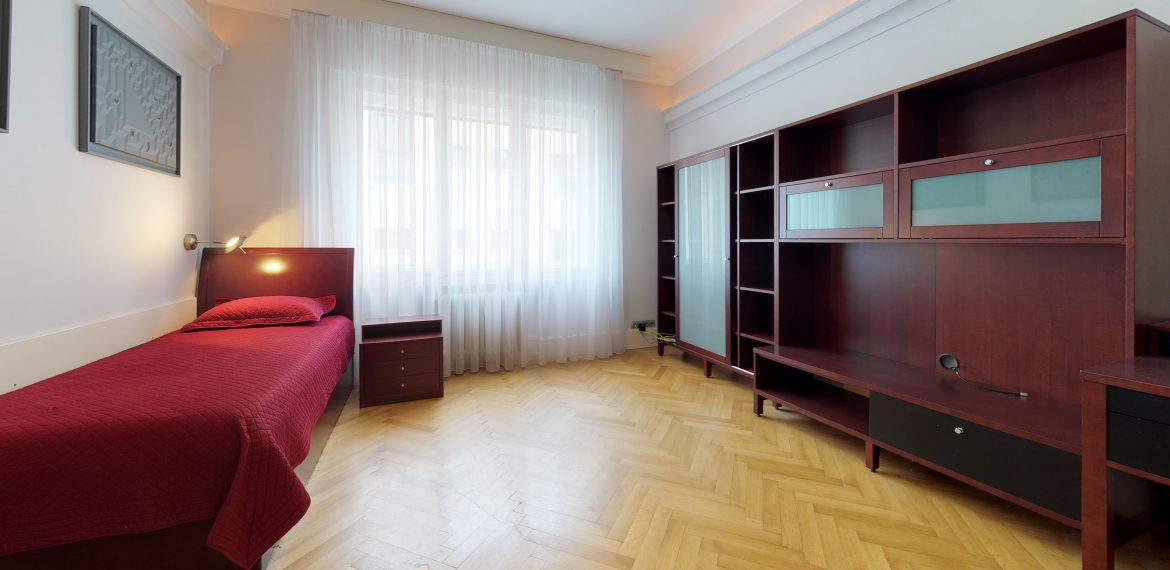 Grosslingova-Bedroom(1)