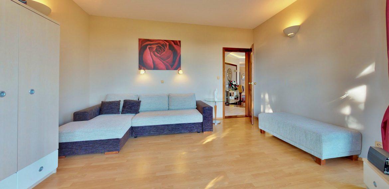 Nitra-Bedroom(4)