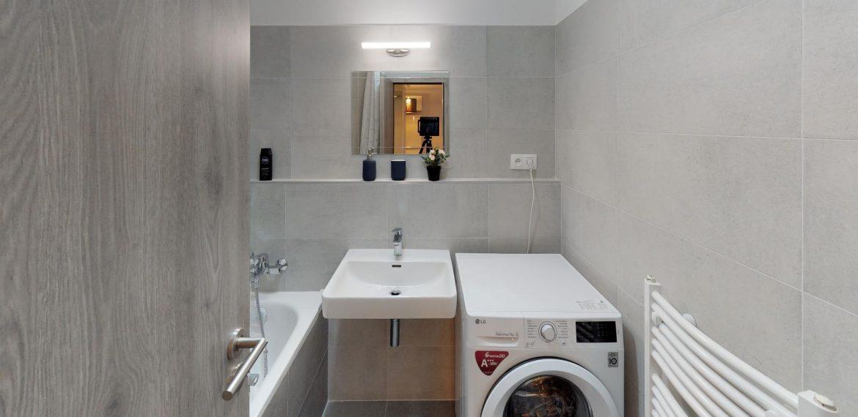 3D-PREHLIADKA-PANONSKA-CESTA-ul-PETRZALKA-Bathroom(1)