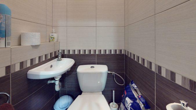 3D-OBHLIADKA-Namestie-1-maja-PRIESTOR-S-INVESTICNYM-POTENCIALOM-Bathroom